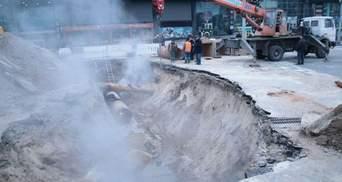 Прорив труби біля Ocean Plaza: коли завершать роботи і відновлять рух вулицею Антоновича