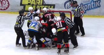Хокеїсти влаштували масову бійку в матчі чемпіонату України: відео