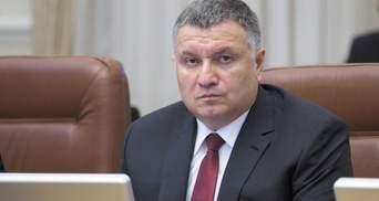 Скандали з Аваковим: крісло прем'єра чи ганебне звільнення очікує міністра