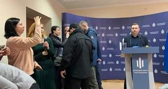 Охорона Бабікова силою вивела з брифінгу Тетяну Чорновол: відео