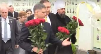 Помпео вшанував пам'ять загиблих українських військових на Донбасі: фото, відео