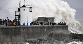 Британію накрив шторм Денніс: рух транспорту паралізовано, є загиблі – фото, відео