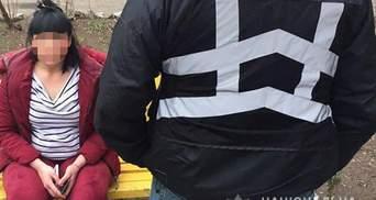 Сутенерку, яка перебувала в розшуку, затримали в Запоріжжі