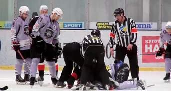 Хоккеисты устроили двойную драку в чемпионате Украины: видео