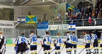 Украинские болельщики долго не выпускали игроков после победного матча: видео оваций
