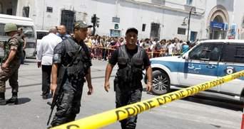 Двое мотоциклистов подорвали себя в Тунисе возле посольства США: фото, видео
