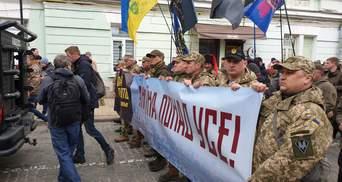 Як пройшов марш з нагоди Дня добровольця: фото та відео