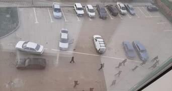 В Чечне полиция бьет людей без масок трубами, – СМИ: видео