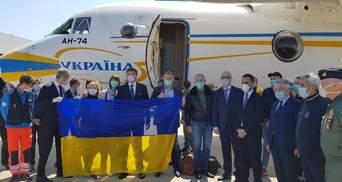 Українських лікарів в Італії привітали піснями Руслани: відео