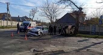 Поліцейське авто зіткнулося з легковиком у Херсоні: одна з машин перекинулась – 5 потерпілих