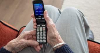 Пенсіонери платитимуть за комунальні за допомогою листонош та телефоном
