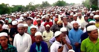 Более 100 тысяч человек в Бангладеш пришли на похороны несмотря на карантин: видео