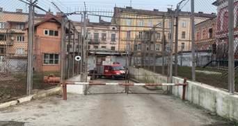 Подробности бунта в Черновицком СИЗО из-за коронавируса: одного из заключенных забрала скорая