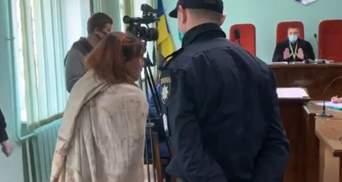 Гола жінка ходила Харковом з відрізаною головою 13-річної доньки: з'явилися перші кадри з суду