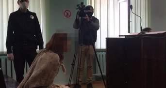 Жорстоке вбивство у Харкові: жінку, що ходила голою з головою дитини у пакеті, взяли під варту