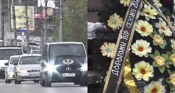 Активісти влаштували похоронну процесію як символ прощання з туризмом в Тернополі: фото, відео