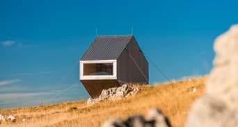 Странный дом на склоне гор, который строили с помощью вертолета: яркие фото