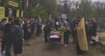 Под Харьковом похоронили 13-летнюю Кристину, которую жестоко убили