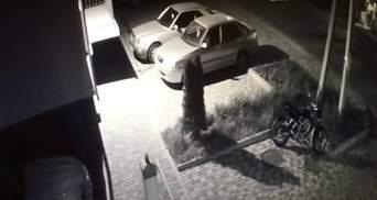 """Спалили мотоцикл та кинули гранату в авто фігурантів справи про """"плівки Єрмака"""": відео"""