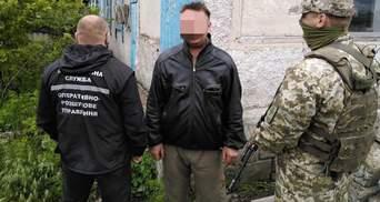 Ховав у коморі: гранати, РПГ та іншу зброю знайшли в прихильника луганських бойовиків – відео