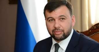 """Україна показала російські паспорти """"представників"""" ОРДЛО на переговорах в Мінську"""