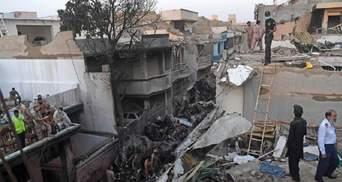 Авіакатастрофа в Пакистані: у МЗС розповіли, чи були на борту українці