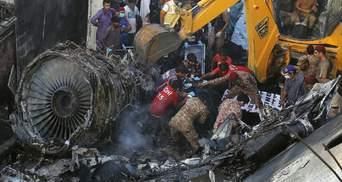 Аварія літака у Пакистані: з'явилося відео моменту авіакатастрофи