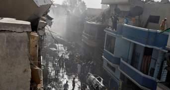 Катастрофа у Пакистані: двоє врятованих змогли розповісти про аварію літака