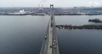 У Києві на Південному мосту пошкодилось покриття, місто у заторах: фото