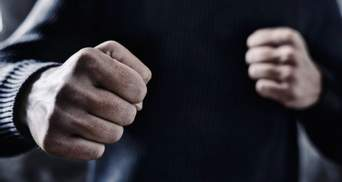 Назвали п*дарасом и сломали нос: в Харькове трое мужчин напали на трансгендерную женщину