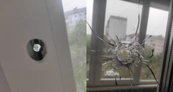 Стрілянина у Броварах: куля влучила у вікно будинку, де проживають люди – фото