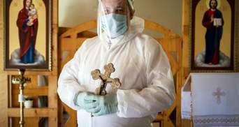 В защитных костюмах и масках: фото украинских священников во время карантина