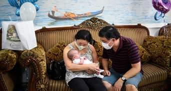 Детей от суррогатных матерей наконец отдали родителям-иностранцам: фото