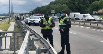 Муляж вибухівки і жодних чітких вимог: що відомо про мінера мосту в Києві