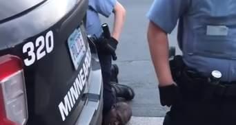 У вбивстві Джорджа Флойда звинувачують вже чотирьох поліцейських