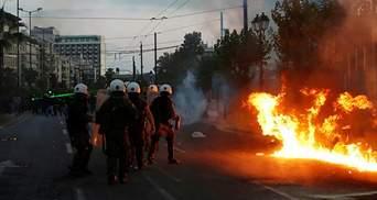 """Посольство США в Греции забросали """"коктейлями Молотова"""": шокирующие фото, видео"""