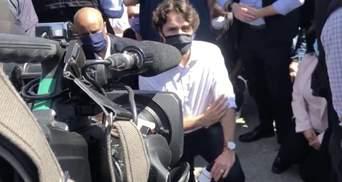 Трюдо склонил колено в память о погибшем Флойде вместе с протестующими: видео