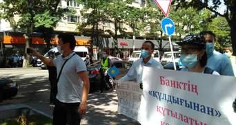 В городах Казахстана оппозиция устроила протесты: полиция начала задерживать активистов