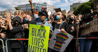 Масові протести у світі: у Лондоні поранили копів, а у Берліні затримали майже 100 людей