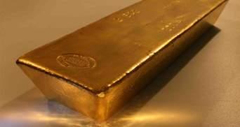 Золото подешевело на фоне роста фондовых рынков и цен на нефть: последние данные