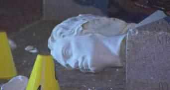 Оторвали голову Колумбу: митингующие в США разбили статую – фото, видео