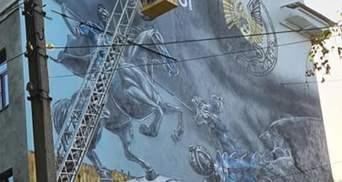 Перед консульством Росії у Харкові з'явився мурал з емблемою СБУ: промовисті фото