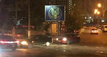 """Орел сжимает двухголовую змею: контрразведка муралом и билбордами """"поздравила"""" дипломатов РФ"""