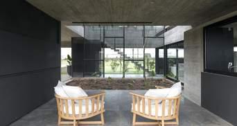 Велич бетону та клумба посеред кімнати: цікавий проєкт приватного будинку з Аргентини
