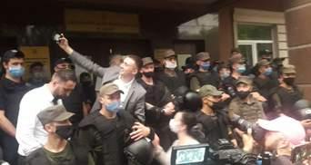 Стерненкові обрали запобіжний захід: прибічники активіста йдуть до будинку Зеленського