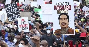 Полицейский из Атланты, который застрелил Рейшарда Брукса, сдался властям