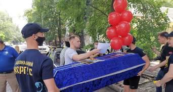 """Нацкорпус импровизированно """"похоронил"""" Шария в Николаеве: фото, видео"""