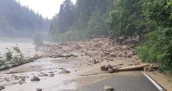 Из-за непогоды затопило трассу национального значения Львов – Мукачево: фото, видео