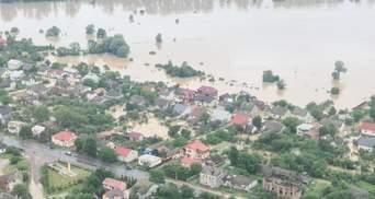 Затоплены целые города: видео наводнения на Прикарпатье с высоты птичьего полета