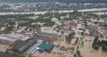 На Прикарпатье прилетел первый вертолет с помощью: фото